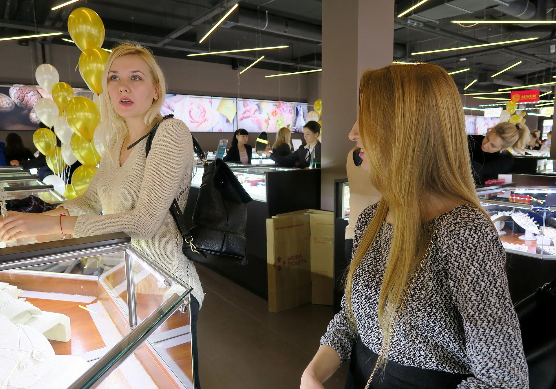 Новый ювелирный супермаркет Укрзолото на м Минская. Золотые украшения, цепочки, кольца