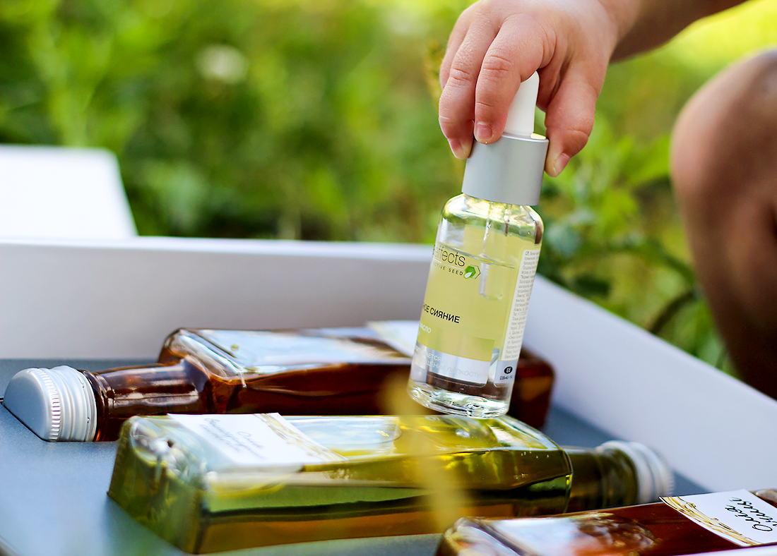 Легкое масло для сияния лица Avon Nutra Effects
