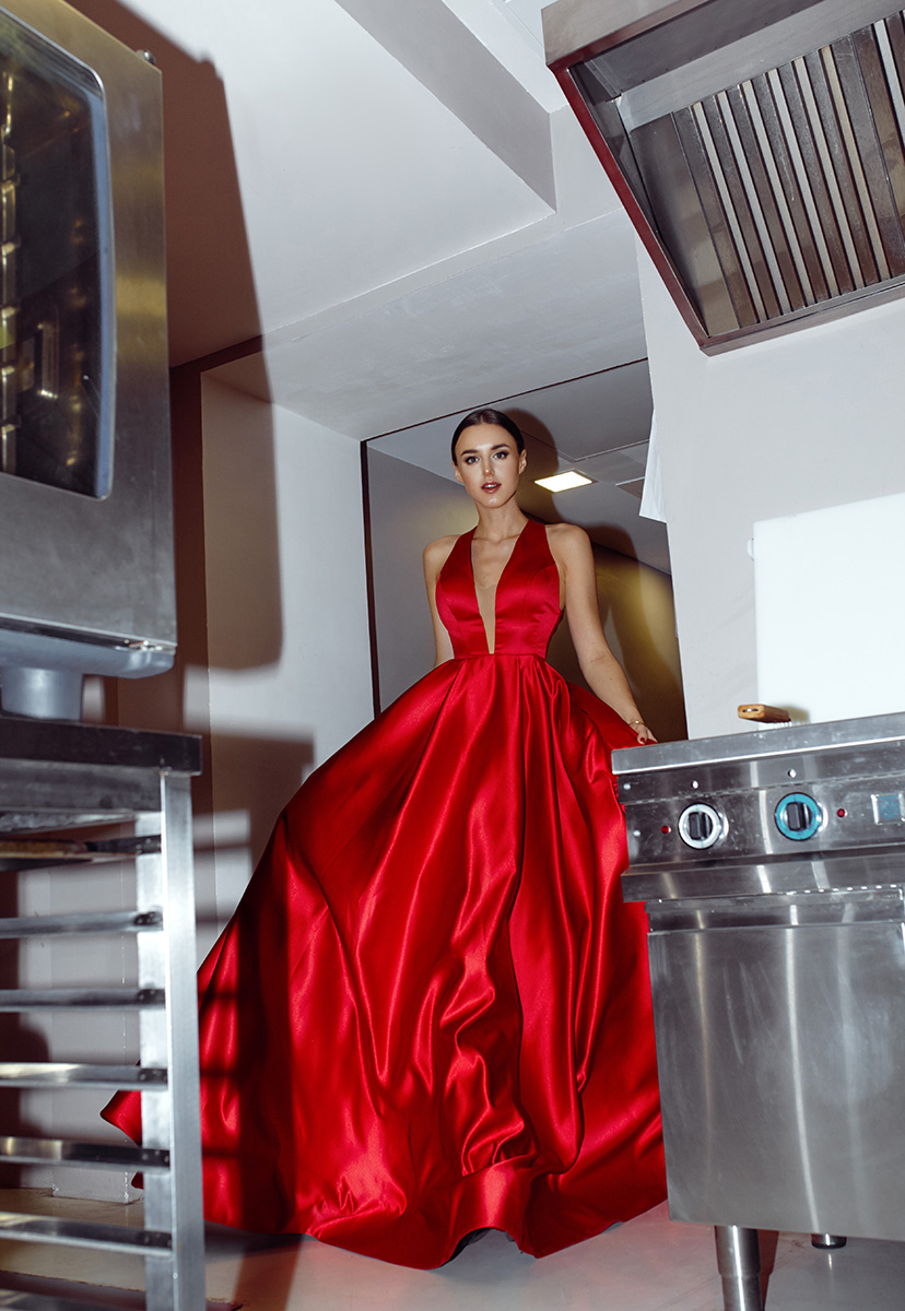 платье Tarik Ediz, кухня ресторана FLO