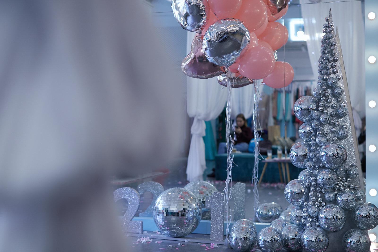 Масс-маркет бренд One by One устроил вечеринку в Oh My Look для любимых клиентов