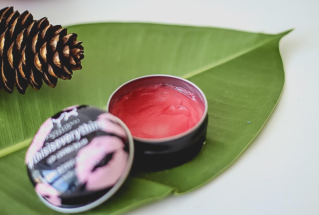 З секрета мягких губ в мороз: бальзамы для губ Weleda и NYX