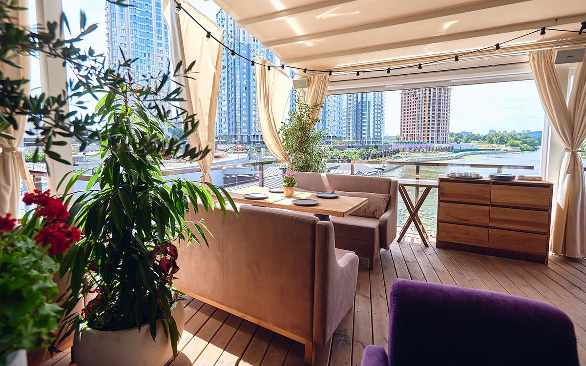 Столичный ресторан Villa Riviera встречает новым авторским меню и панорамными террасами