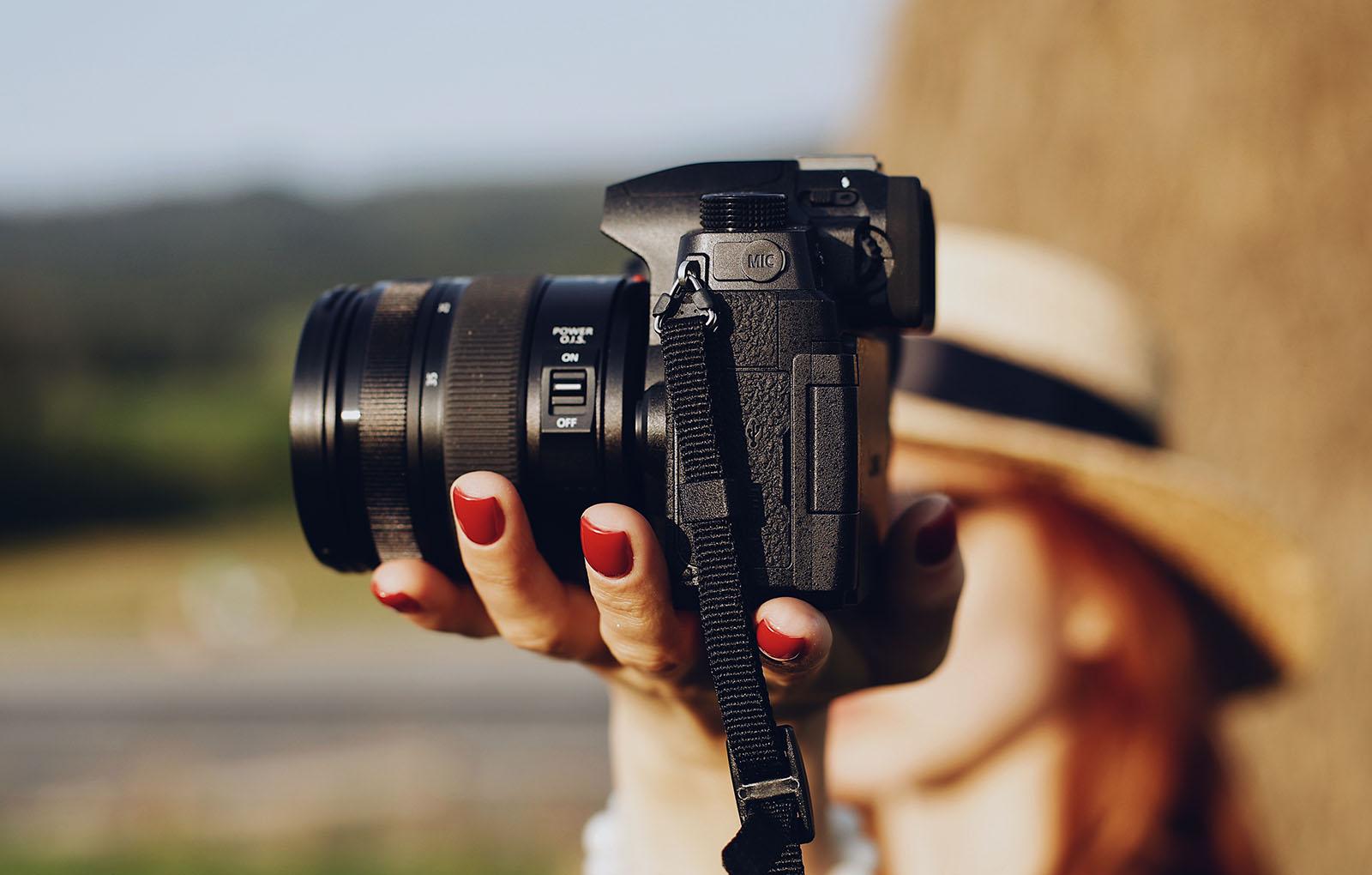 Panasonic LUMIX G90 в руках Instagram-блогера